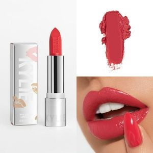 ⭐KYLIE COSMETICS CREME LIPSTICK IN AMORE NEW⭐